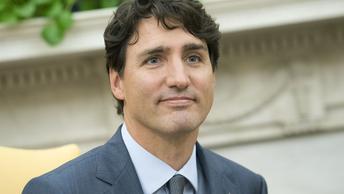 Премьер Канады удивил форум в Давосе желтыми уточками