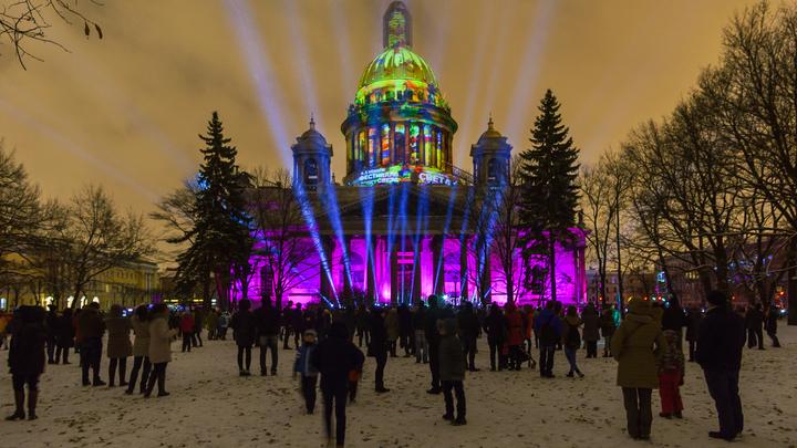 Вновь Исаакий в облачении: Снег над Петербургом будет идти всю ночь и весь день
