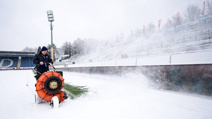 В засыпаемой снегом Москве объявлено штормовое предупреждение