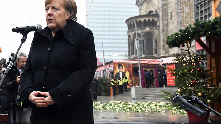 Главное - сохранить власть: Меркель призвала Бундестаг любой ценой создать коалицию