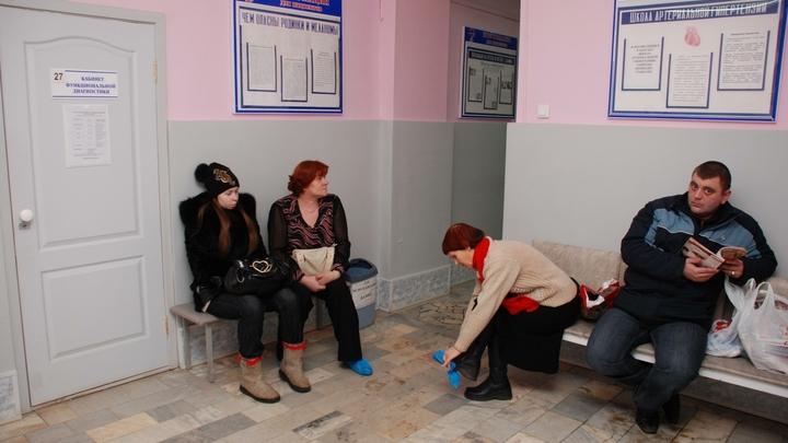 Стойте, стойте в очередях: В московских поликлиниках установят экраны для комфорта