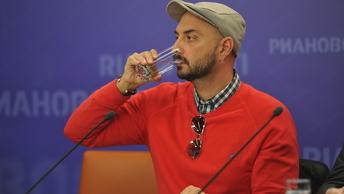 Серебренников отдал роль идола ленинградского рок-клуба московскому поп-исполнителю