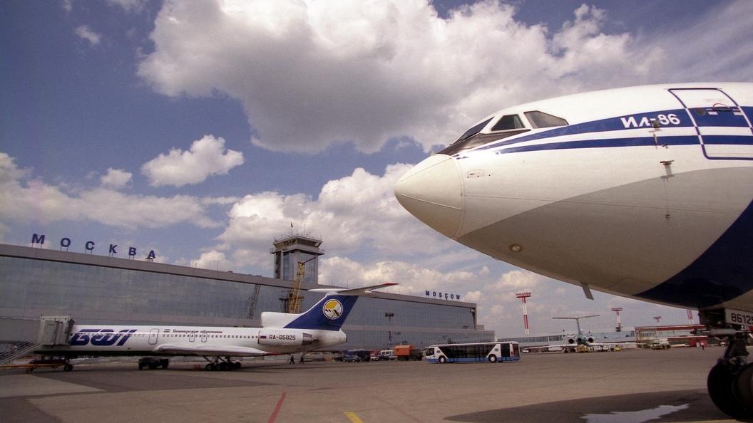 Летевший вОсло самолет сел в«Домодедово» из-за смерти пассажира изНорвегии