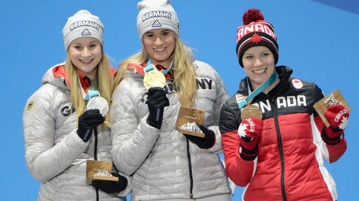 Генератор случайных санкций: МОК запретил русским олимпийцам показывать выигранные медали