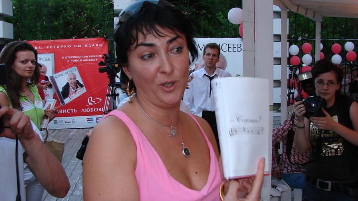 Не спела - заплати: Лолите Милявской предъявили счет за сорванный концерт в Крыму