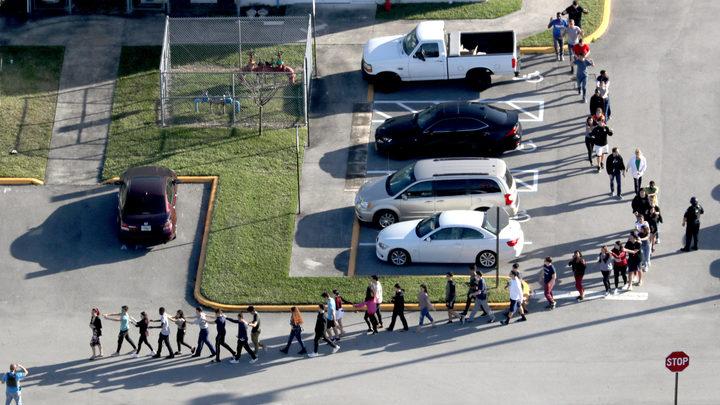 После бойни в Паркленде полиция США встрепенулась и стала проверять школьников