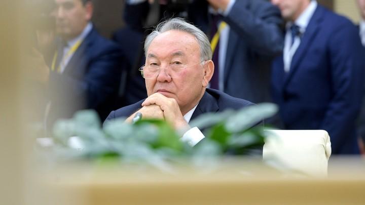 Нурсултан Назарбаев поручил искоренить русский язык в Казахстане