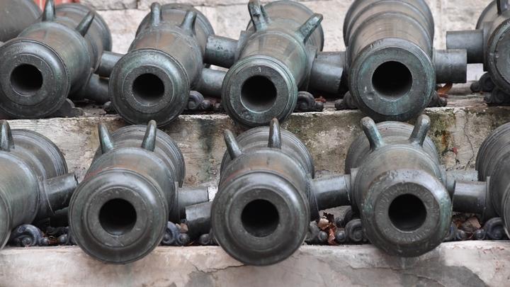 Акация не попала в вазу: В Калининградской области САУ перевернулась при погрузке
