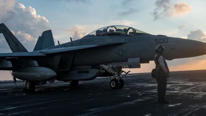 Экипаж истребителя-бомбардировщика США обморозился из-за сбоя кондиционера