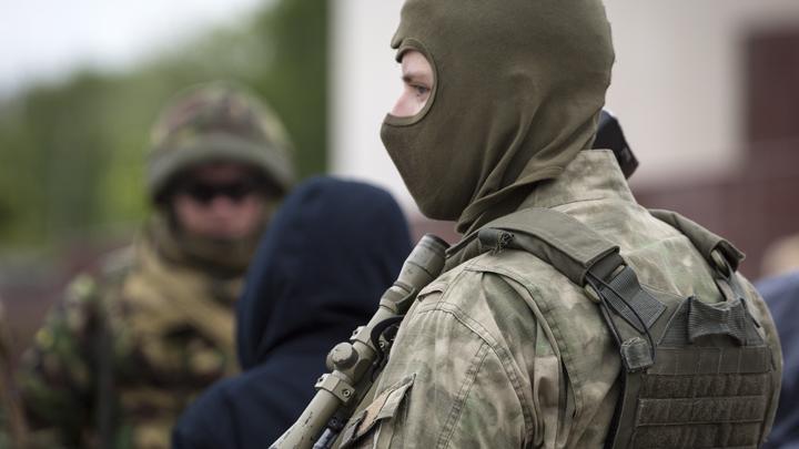 ФСБ показала видео захвата банды подпольных оружейников