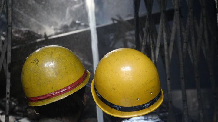 Сгорели заживо: 30 жертв при пожаре в наркодиспансере в Баку - видео