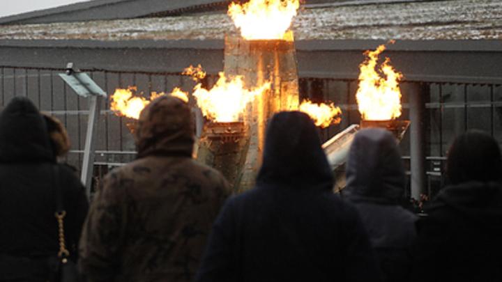 Синим пламенем: В Сочи снова зажегся олимпийский огонь - видео
