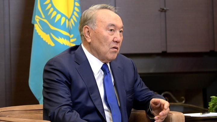 Казахстан скорбит с Россией: Назарбаев принес соболезнования Путину в связи с крушением Ан-26