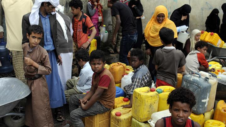 Туристы спасаются от вспышки холеры в Йемене