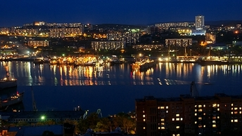 Сглазили: В бухте Владивостока очевидцы за сутки до ЧП отправили док на дно