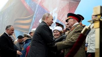 Московским ветеранам доплатят по 3-10 тысяч рублей ко Дню Победы