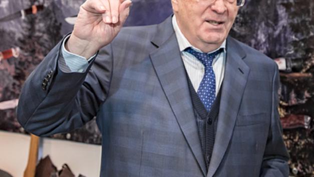 Жириновский - рыдающей Собчак: Русский политик должен быть жесток - размазни приведут Россию к краху