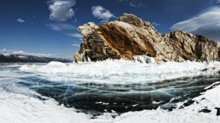 Рыбаки чуть не утонули в ледяном цунами на Байкале - видео