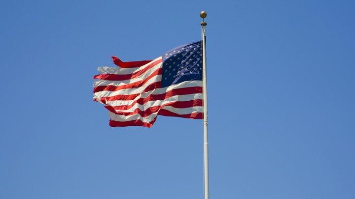 В США рассказали, кому принадлежит круживший над посольством России вертолет