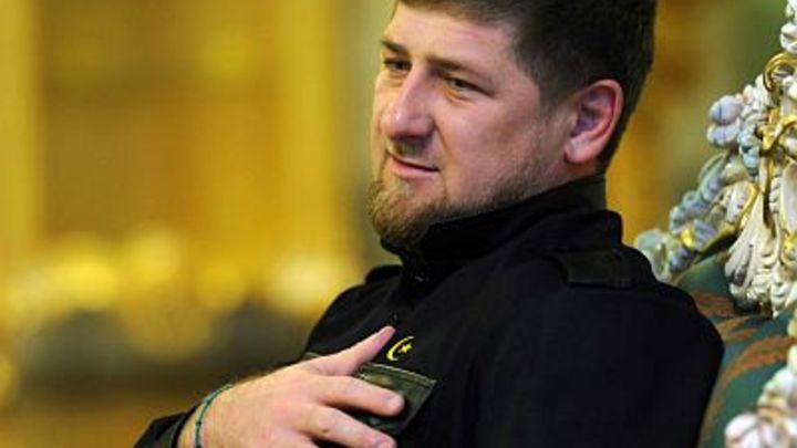 Кадыров пришел на выборы по-семейному - с женой и мамой