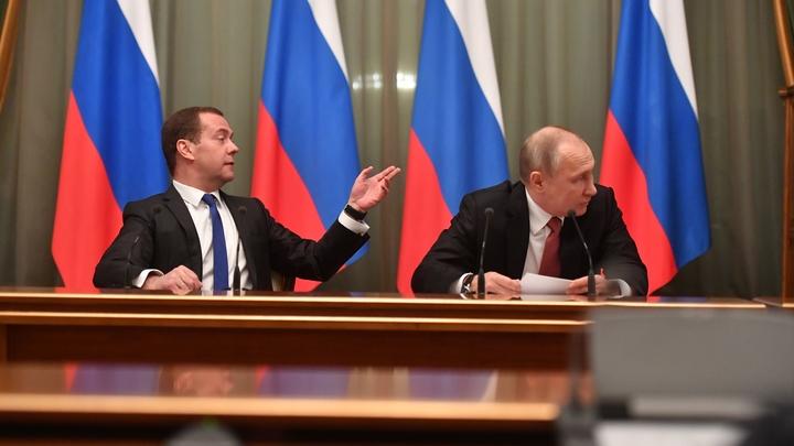 Опять проспал: Соцсети раскритиковали Медведева за запоздалое поздравление Путина