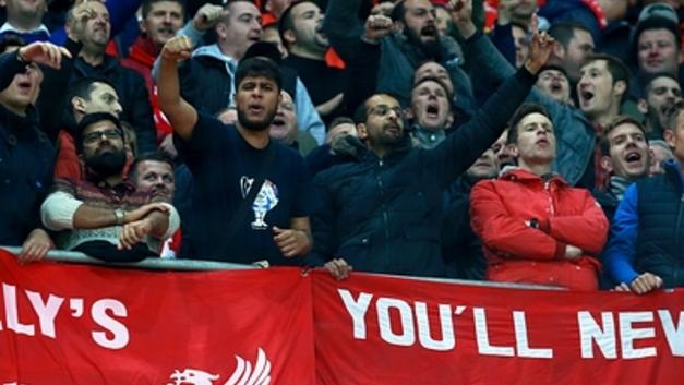Ты туда не ходи - штраф €149: В Голландии фанатам сборной Англии указали на туалеты