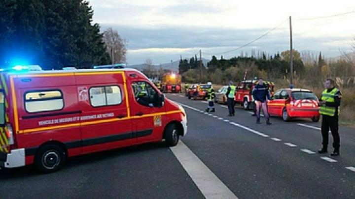 Заложники освобождены из супермаркета во Франции - боевик отстреливается
