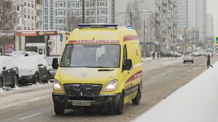 В Москве скорая сбила пешеходов на зебре - видео