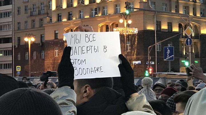 Пиар на мертвых детях: Оппозиция пыталась превратить митинг памяти в Москве в акцию протеста - видео