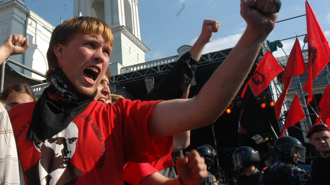 Настоличной Борщаговке молодчики избили продюсера канала , после этого  пытались ограбить супермаркет