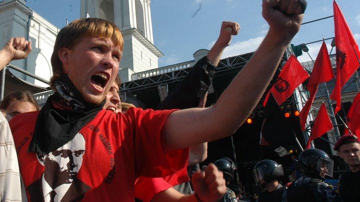 Радикалы против олигархов: Тысячи бандеровцев вышли на митинг в центре Киева