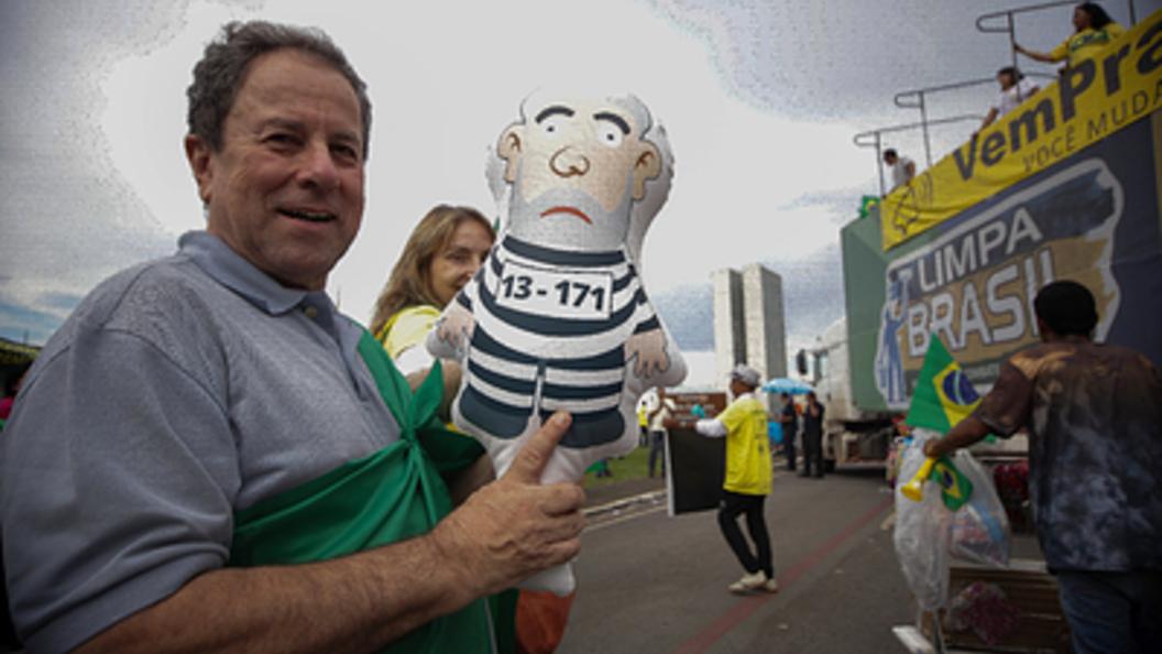 Экс-президент Бразилии Лула даСилва добровольно сдался милиции