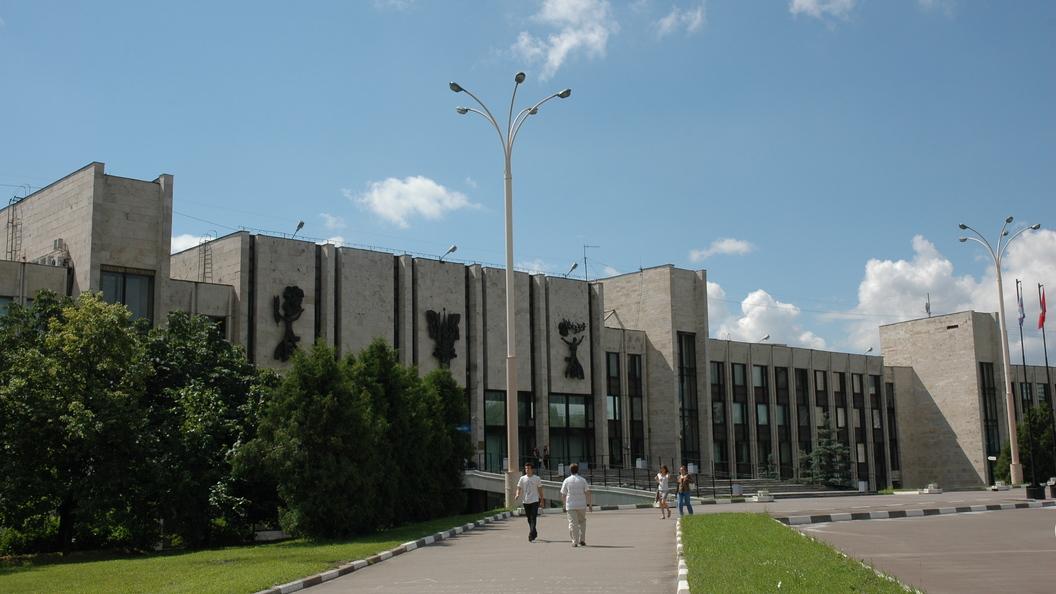 В Москве студентку вытолкнули из окна МГИМО - источник