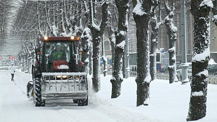 Губернатор Азаров жестко раскритиковал чиновников за уборку снега: состояние улиц позорное