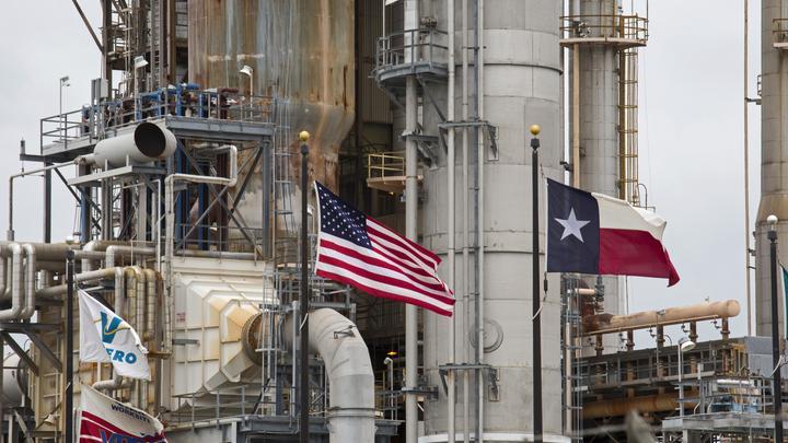В Техасе взорвался крупный нефтеперерабатывающий завод