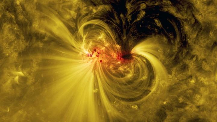 Воскресная солнечная вспышка принесёт на Землю сильную магнитную бурю