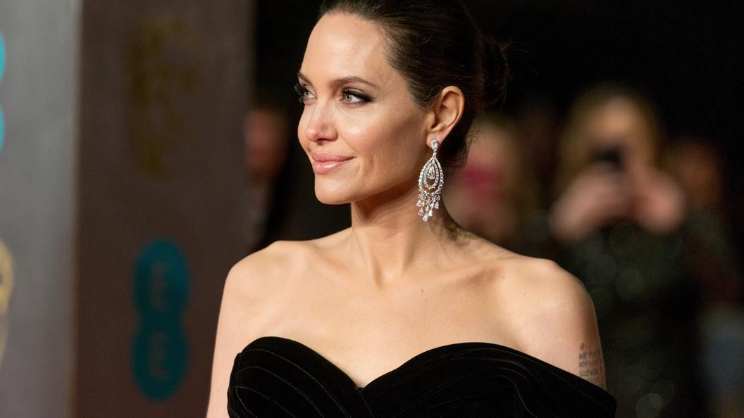 Анджелина Джоли посетила развалины Мосула