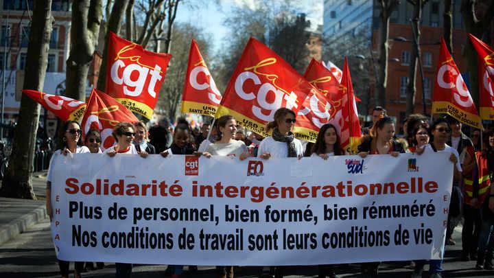 Франция в гневе: Страна охвачена массовой забастовкой, протестующие вышли на улицы городов - видео