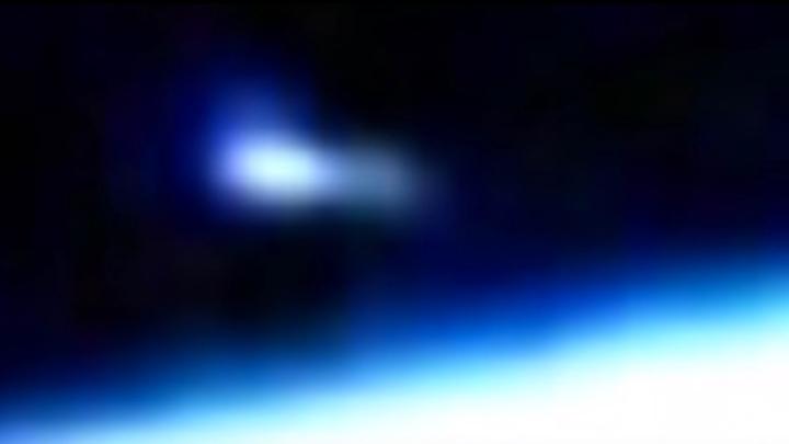 В Таиланде очевидцы сняли падение НЛО на трассу — видео