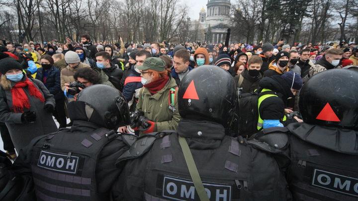 Придумали и цитируют: Пострадавшая на незаконной акции в Петербурге сама попросила о выписке