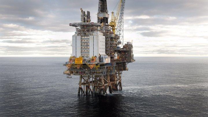 Нефть закрепилась возле четырехлетних максимумов из-за опасений санкций США против Ирана