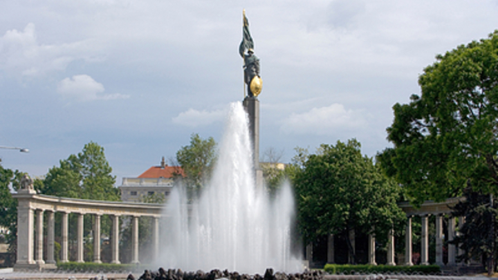 Российские туристы обратили венских вандалов в бегство