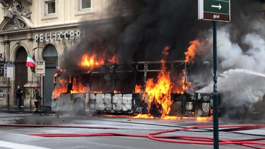Вцентре Рима сгорел автобус