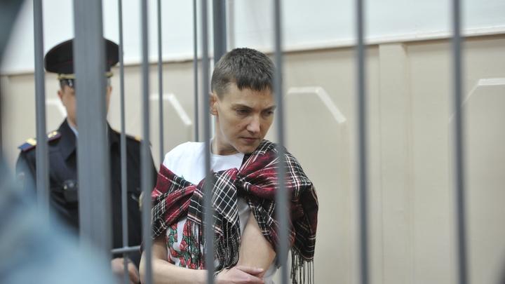 Депутат-арестант Надежда Савченко потребовала вернуть ее в Раду