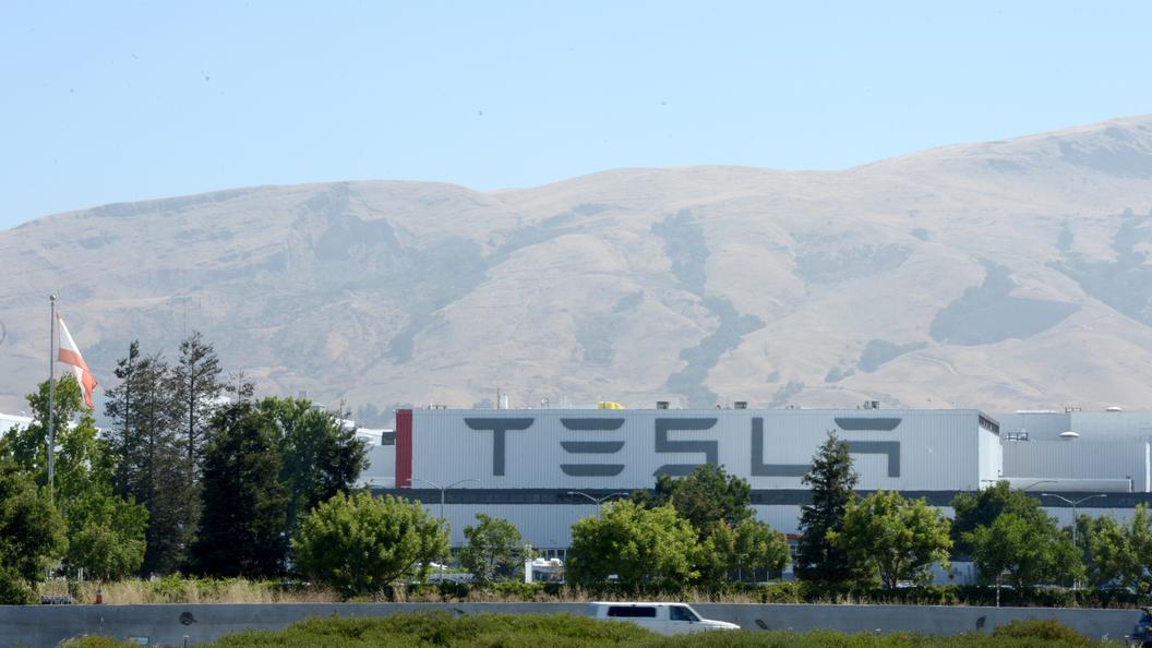 Вэлектромобиле Tesla сгорели живьем два школьника