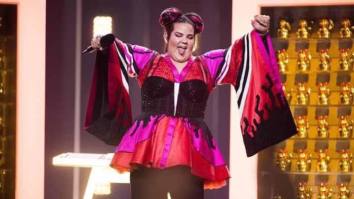 «Евровидение, остановись, что ты творишь»: Соцсети высмеяли «веселую толстушку» из Израиля