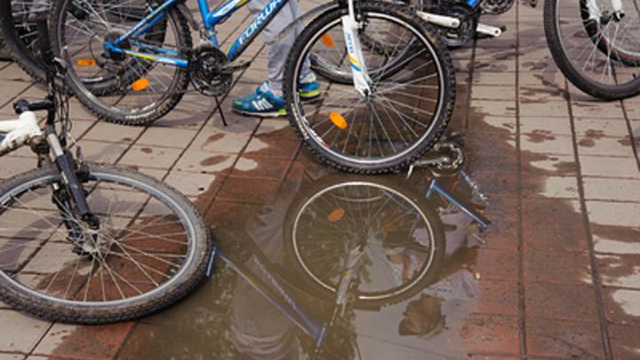 В Германии 81-летний водитель протаранил велосипедистов