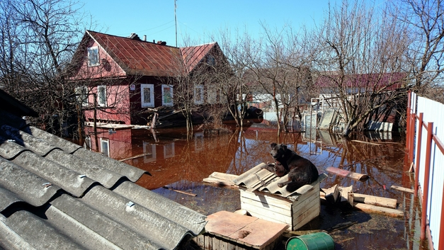 Паводок угрожает затопить дом престарелых в Якутии