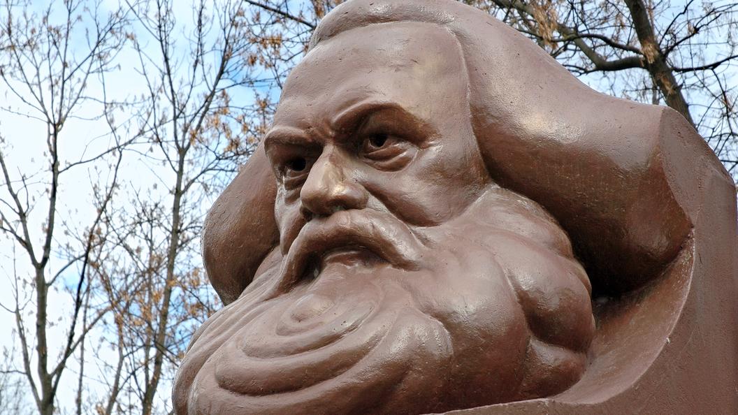 «Они готовят революцию»: Америка снова почувствовала призрак коммунизма