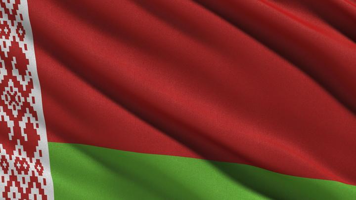 «Создают проблемы, где их нет»: В МВД Белоруссии раскритиковали радужный флаг над посольством Британии